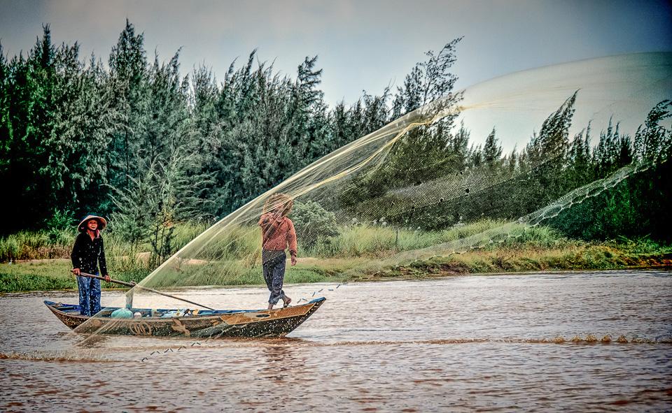 Cast Netting for Fish - Hoi An, Vietnam