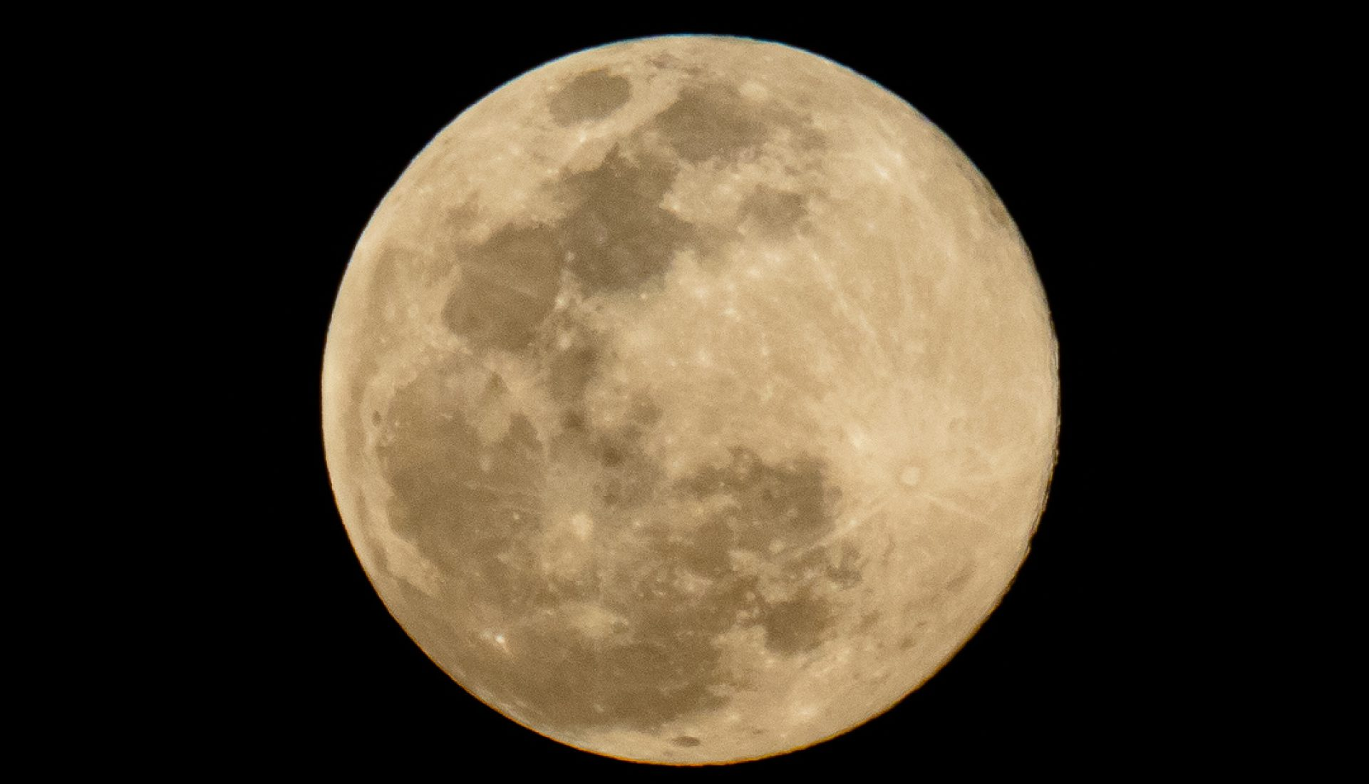 "One of a Million | ""Pink Moon"" biggest Supermoon of 2020"